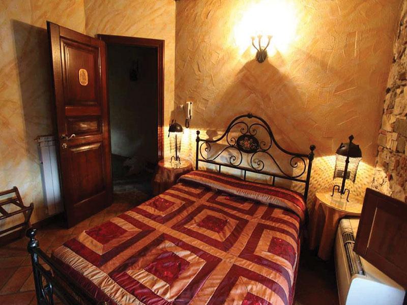 Camera Matrimoniale In Mansarda.Camera Matrimoniale Small Hotel Medievale Villa Corte Degli Dei